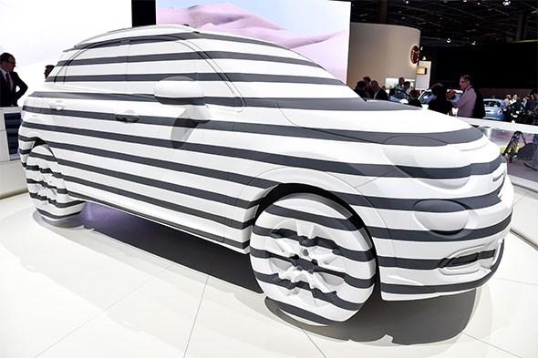Fiat 500X with stripes