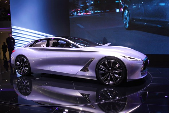 Infiniti Q80 at Paris motor show