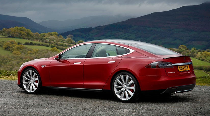 Tesla Model S D (2015) goes all-wheel drive by CAR Magazine