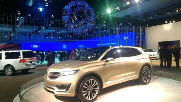 Lincoln stand LA auto show 2