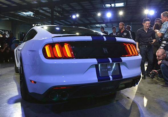 That's more like it! New Ford Shelby GT350 Mustang at LA