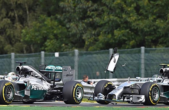 Rosberg hits Hamilton at Spa