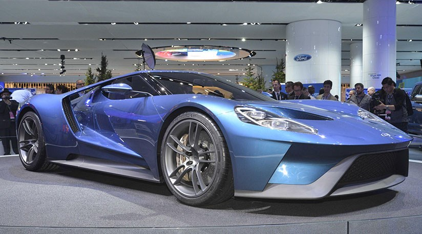 The new Ford GT hogs the limelight at the Detroit auto show 2015 & Ford GT (2016): the Blue Ovalu0027s new carbonfibre supercar shock by ... markmcfarlin.com