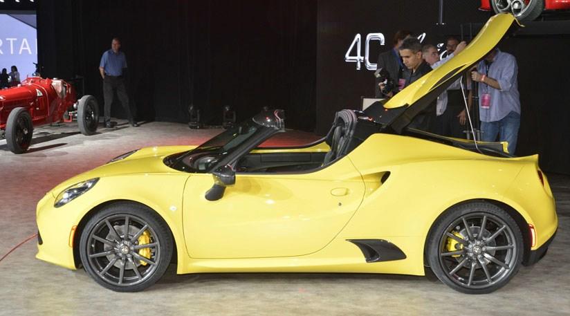Alfa Romeo C Spider Unveiled At Detroit Show CAR Magazine - Alfa romeo spider soft top