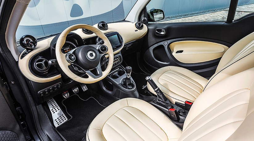 Smart fortwo 2015 review by car magazine for Smart interieur