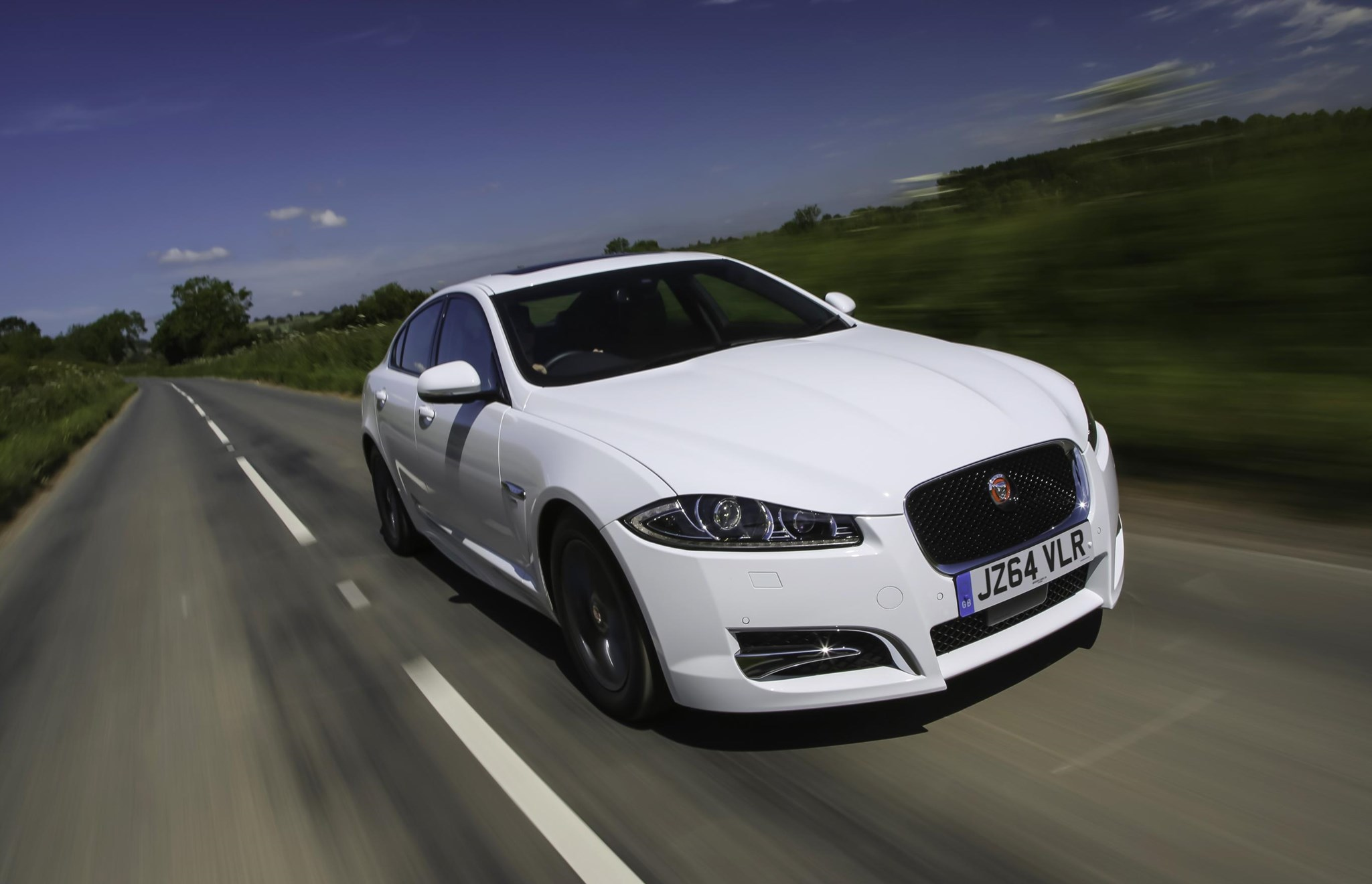 jaguar xf r sport black 2015 last hurrah for current xf. Black Bedroom Furniture Sets. Home Design Ideas