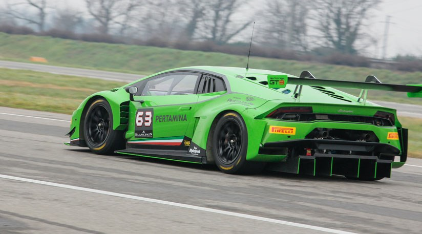 and heres the same viewpoint but with the lamborghini huracan gt3 in motion this time