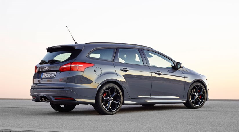 37a564f612 ... practical space here nonetheless Top speed for the Ecoboost-powered Ford  Focus ST is 154mph ...