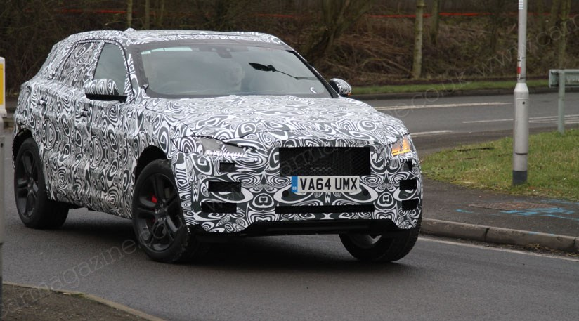 Jaguar f pace 2016 spyshots proof that cx 17 show car for Interieur jaguar f pace