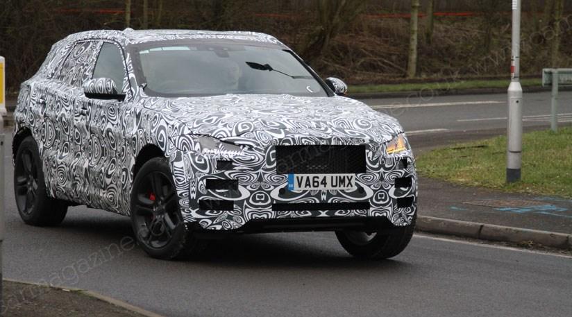 Jaguar f pace 2016 spyshots proof that cx 17 show car for Interieur jaguar f pace