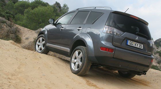 Mitsubishi Outlander (2006) review | CAR Magazine