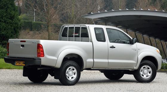 Toyota Hilux D-4D 170 (2007) review | CAR Magazine