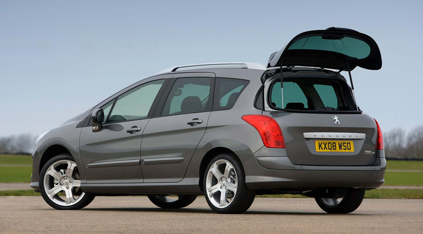 Peugeot 308 Sw 1 6 Hdi 110 Se 2008 Review By Car Magazine