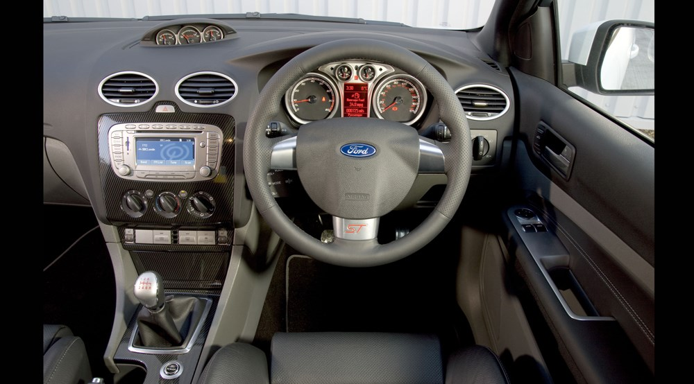 ford focus st facelift drive interior photo