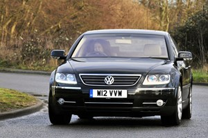 Volkswagen Phaeton car review, front picture